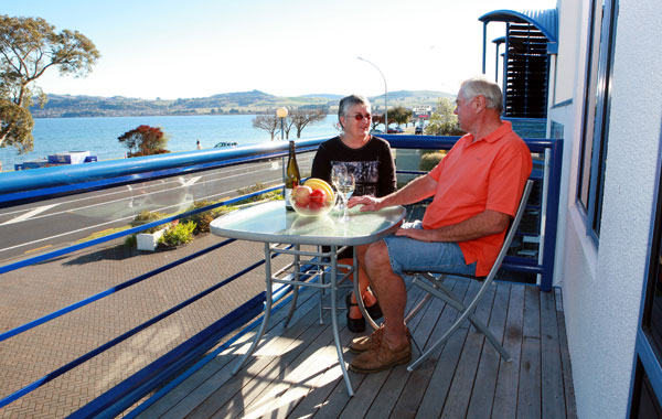 Taupo Accommodation Spa pool on balcony at The Sails